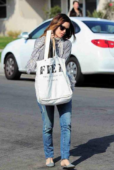 rachel-bilson-feed-bag